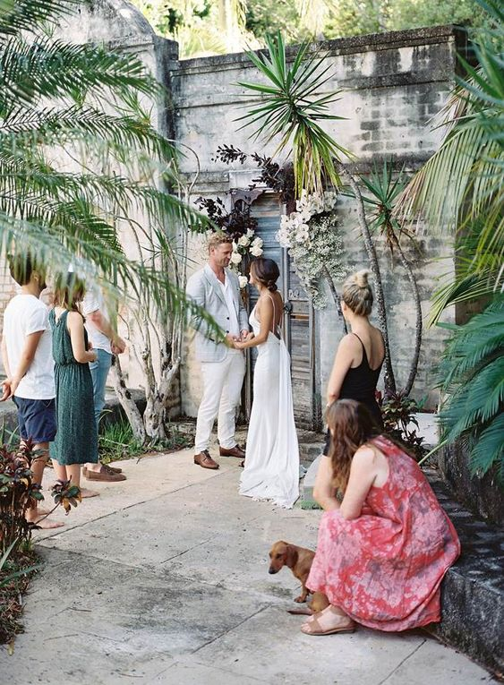 a relaxed beach micro wedding with some guests and the couple's dog participating is a cool idea