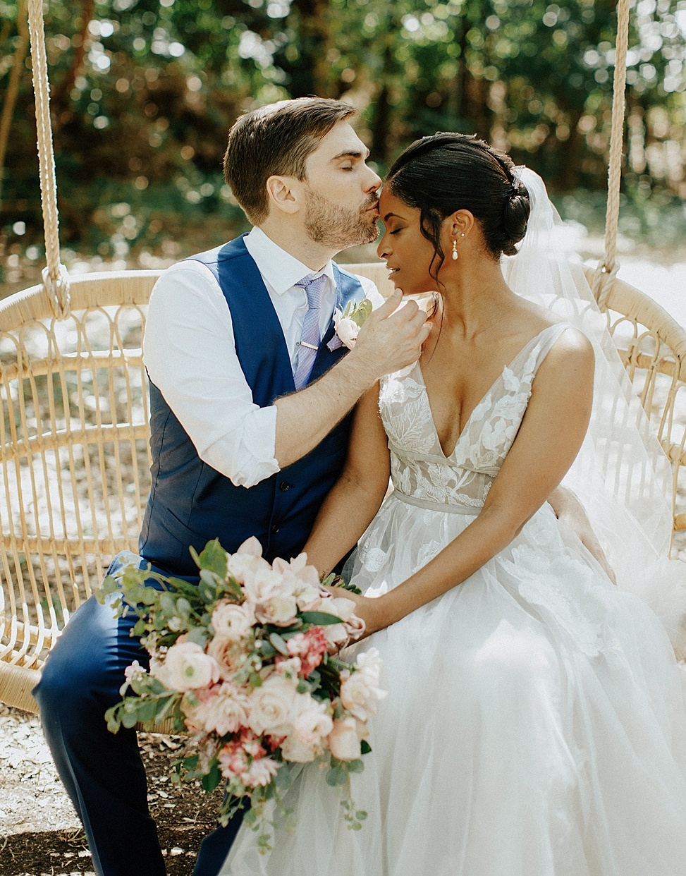 This beautiful and relaxed garden party wedding was organized by the couple and they saved a lot of money while making it