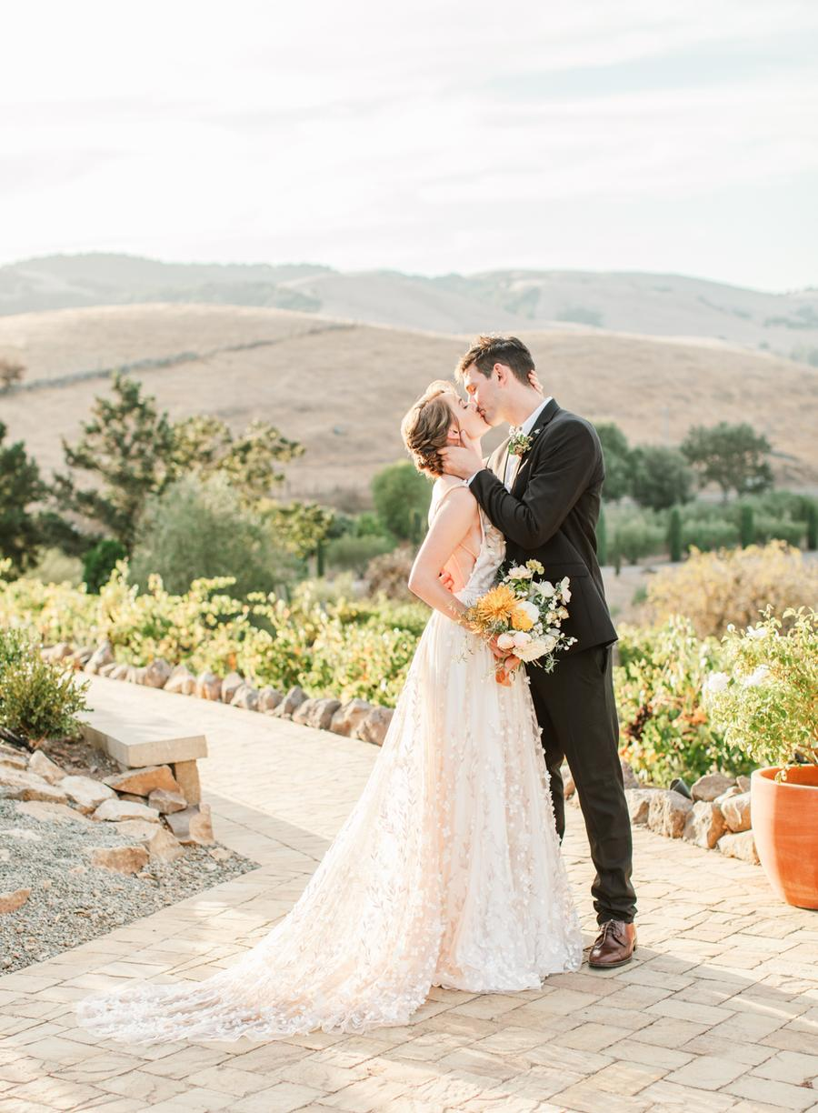 This wedding editorial was inspired by the Californian sunshine and was filled with yellow and mustard touches