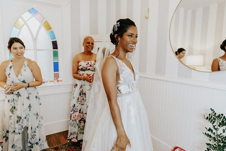 The bride was wearing a gorgeous A-line lace applique wedding dress with a deep neckline and a veil
