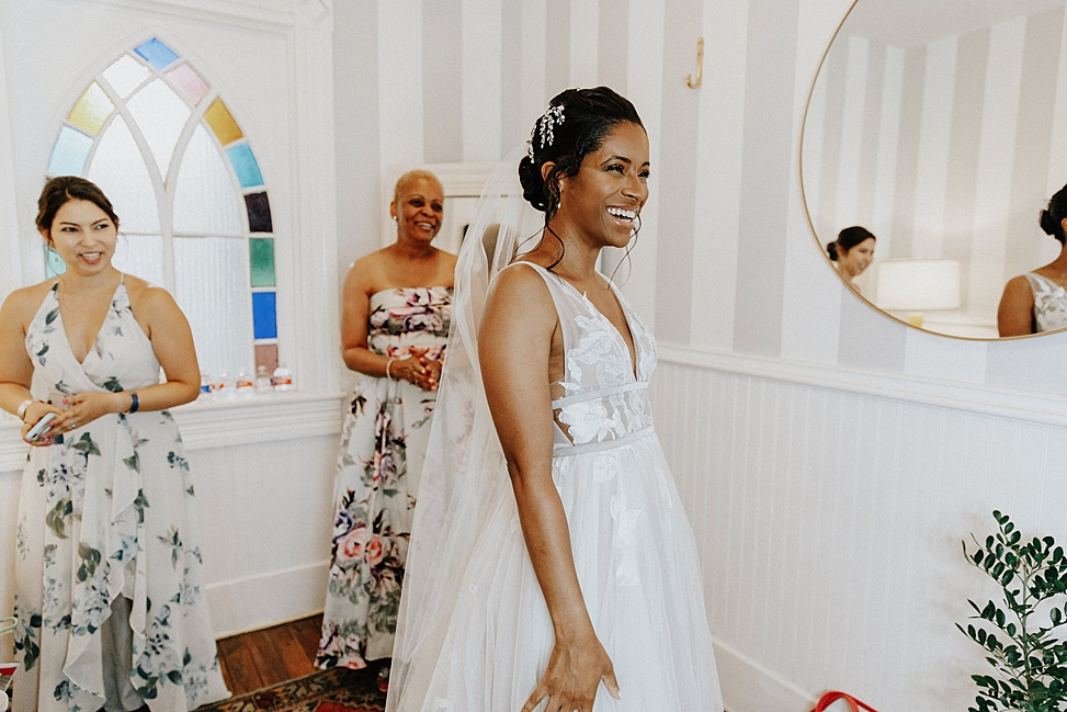 The bride was wearing a gorgeous A line lace applique wedding dress with a deep neckline and a veil