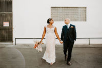 04 The groom was wearing a black three-piece suit, a blue tier and brown shoes