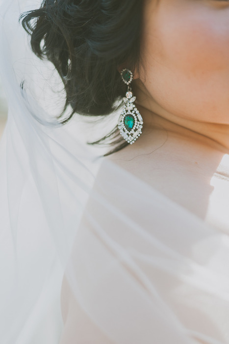 beautiful emerald wedding earrings inspired by vintage designs look very chic and very elegant and add color