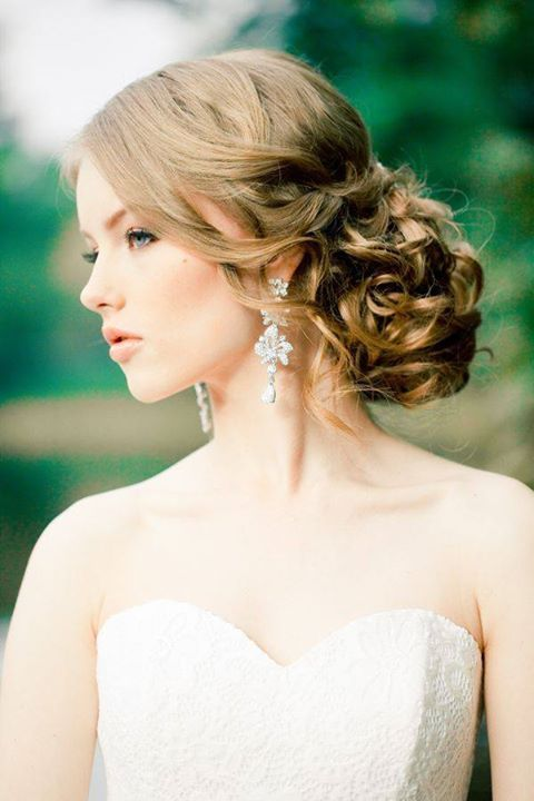beautiful romantic crystal and pearl earrings will make your bridal look more vintage and more refined