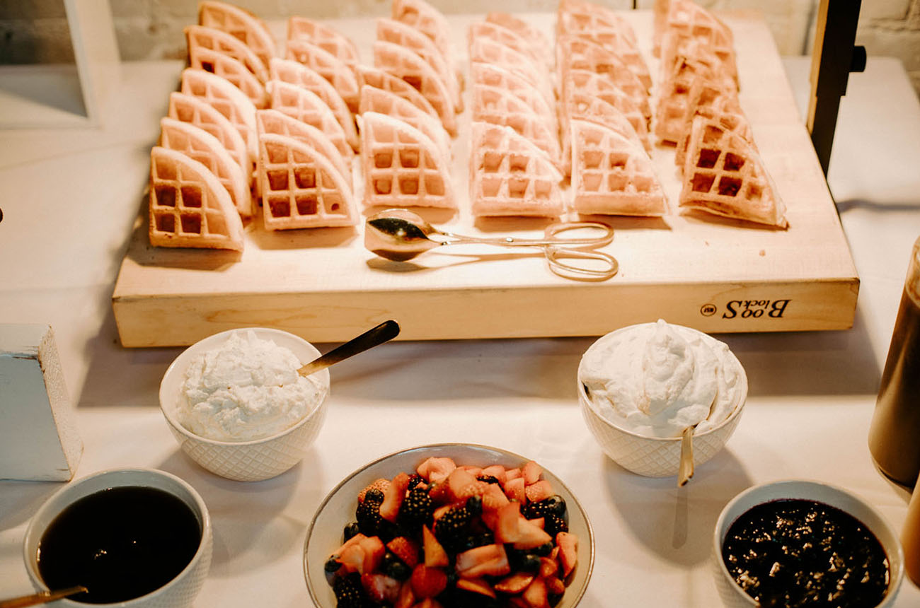 The wedding menu wa done with traditional brunch food like waffles, fruits, dips and eggs and bacon