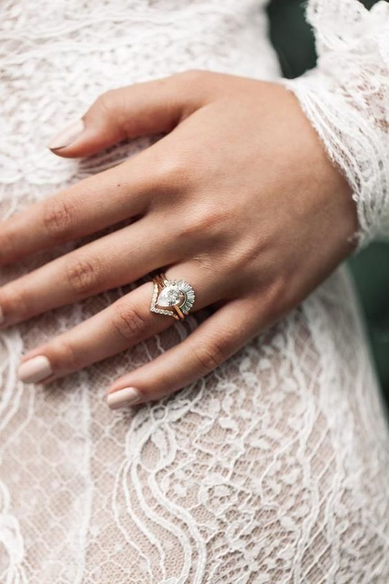 a white diamond triangle ring in art deco style is a gorgeous and bold idea for a bridde with a vintage feel