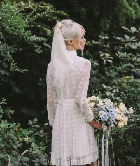a 70s inspired mini lace wedding dress with a turtleneck, long sleeves and a veil is a perfect idea for a boho bride