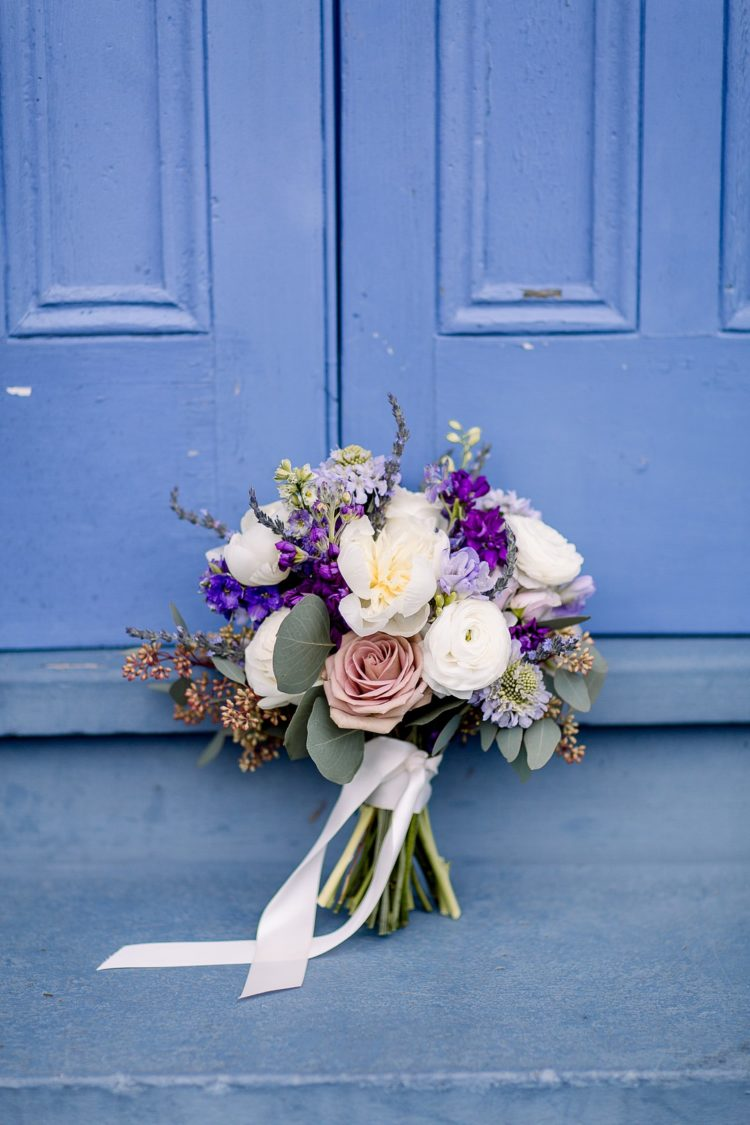 a mauve wedding bouquet looks quite delicate