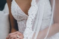 14 veils can be hung or folded, keep an eye on your veil to avoid its damaging