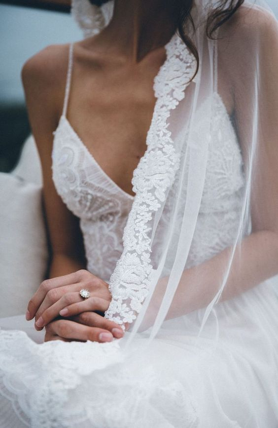 veils can be hung or folded, keep an eye on your veil to avoid its damaging