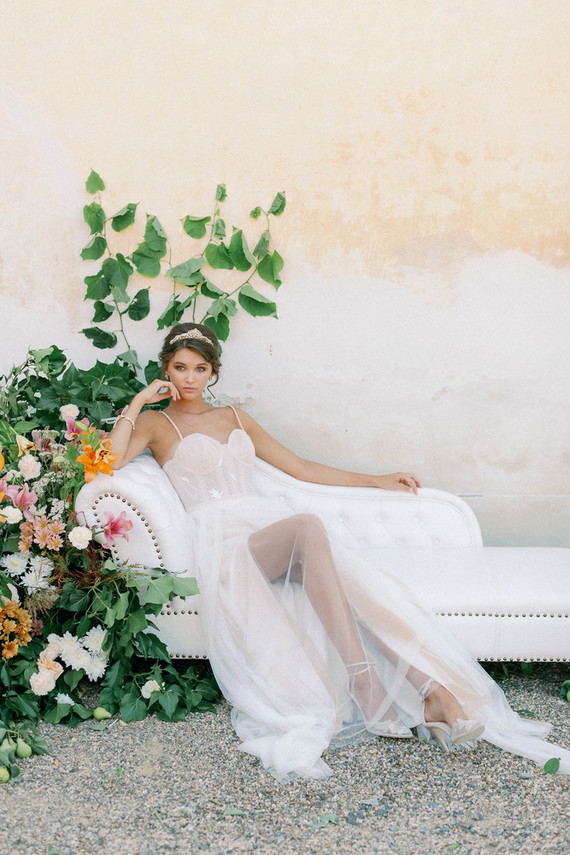 Delicate Wedding Shoot At A Baroque Chateau In Prague