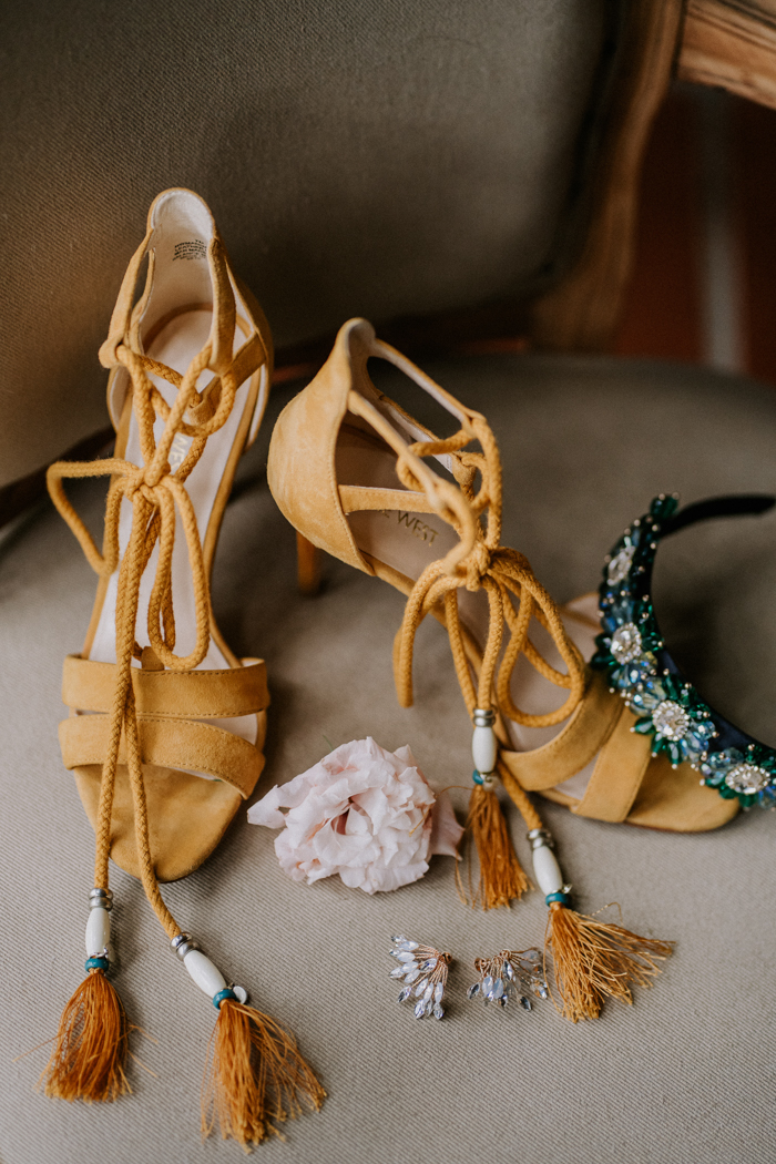 She was wearing mustard lace up shoes with tassels, statement earrings and a headpiece