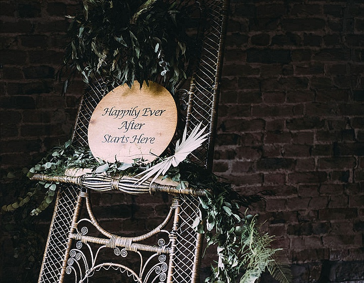 The wedding decor combined dried fronds and lush tropical greenery