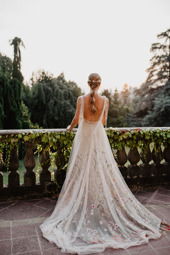 I totally love the open back of the dress, a relaxed braided hairstyle and a floral embroidered dress