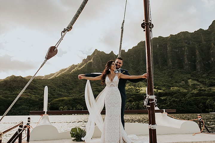 The couple went for a gorgeous wedidng shoot on a boat