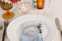 09 a chic light blue dip dyed napkin plus a matching geoge seating card are a cool combo