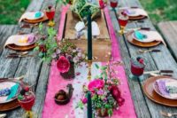 10 a bright hot pink and white table runner and some matching pink blooms for a colorful wedding tablescape
