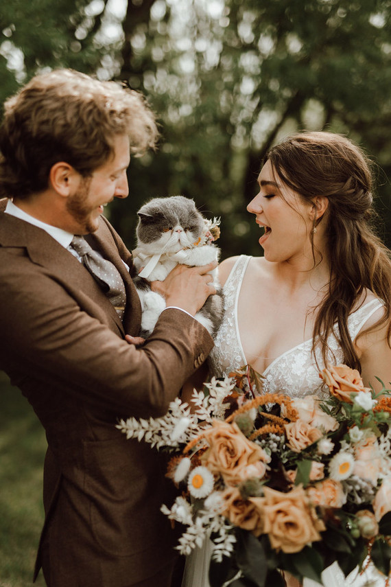 The couple's cat took part in their wedding, too, and was wearing a dried flower collar