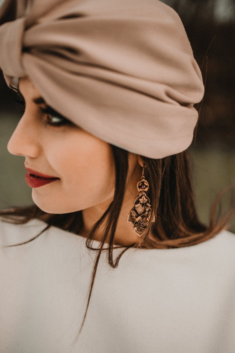 The bridal look was highlighted with refined chocolate brown earrings and a red lip