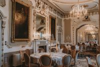 10 The luxurious venue decor with vintage artworks and lots of gilded touches was completed with candles in candelabras
