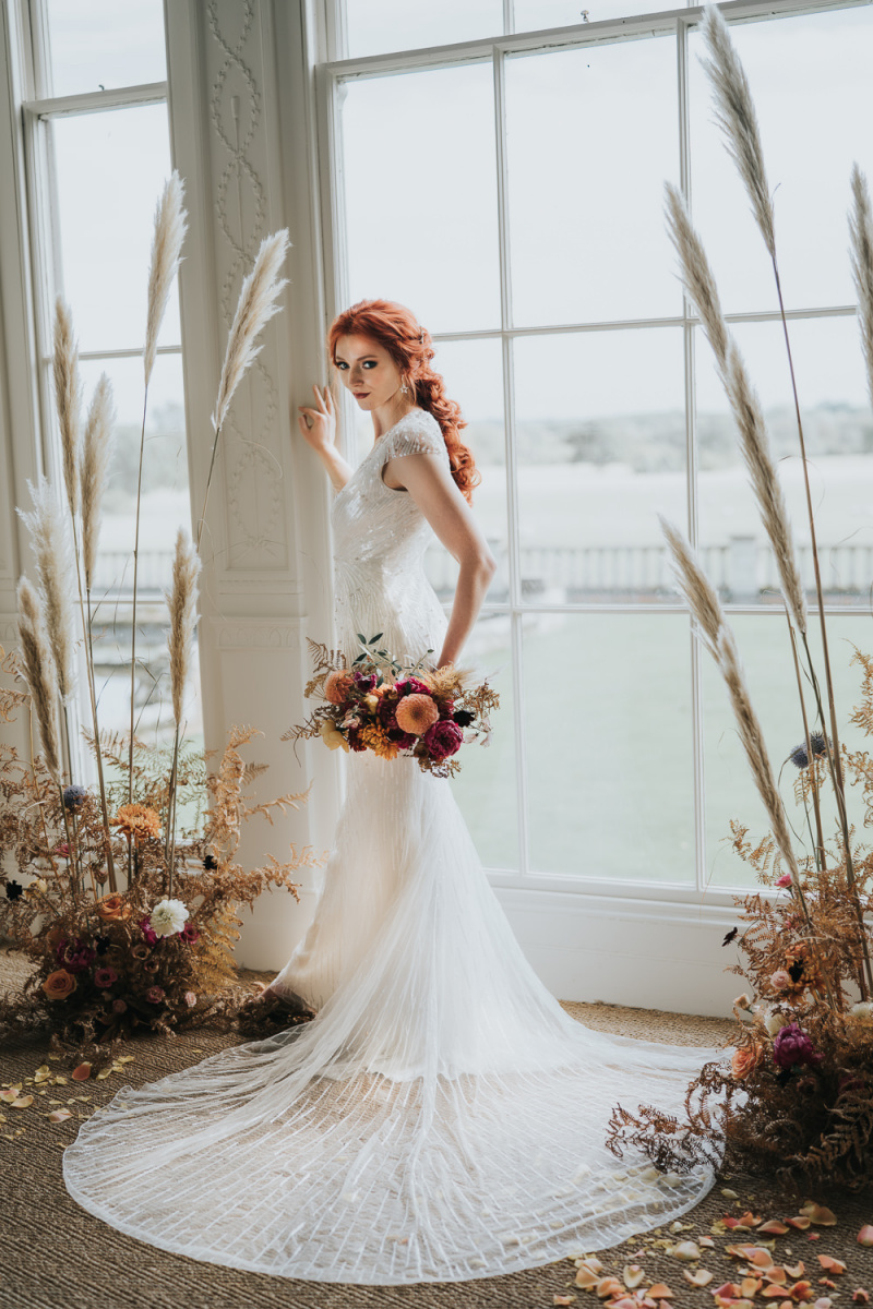 dried blooms are perfect to decorate a wedding altar