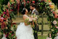 01 This fun and bold wedding with lots of flowers and greenery took place at a ranch and was filled with blooms