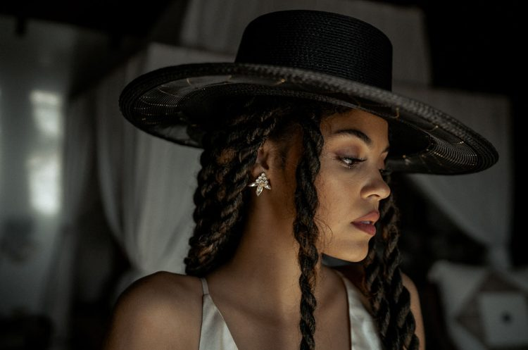 Her hairstyle was long twisted braids and the rad hat accented it a lot