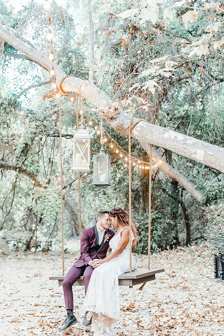 What a lovely swing with lights and candle lanterns