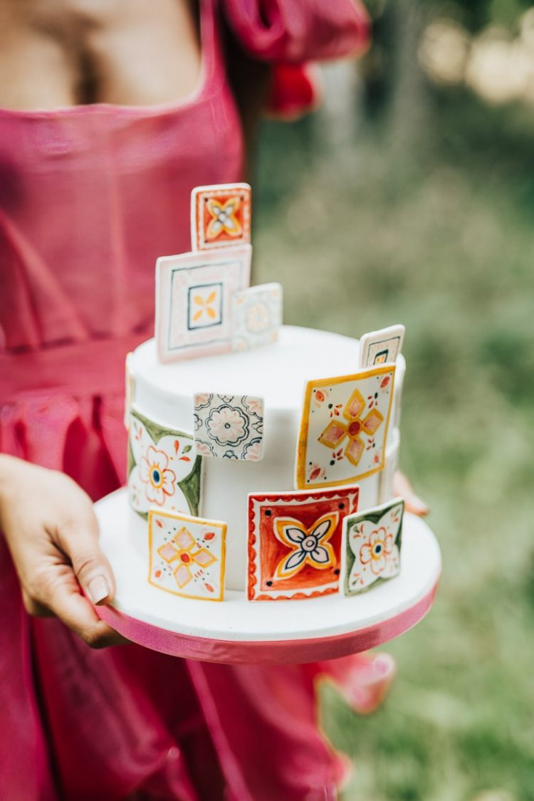 The wedding cake was a white one but decorated with bright azulejo tiles