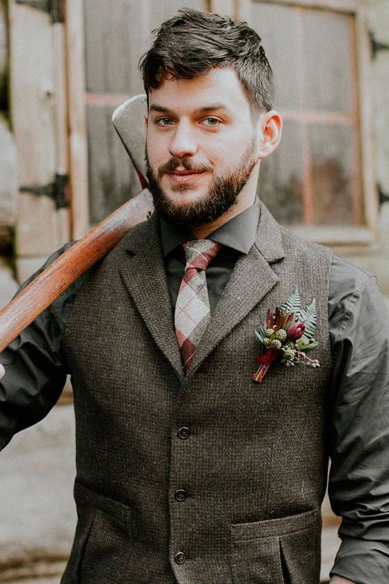 a grey tweed suit and a shirt, a printed tie and a bright boutonniere for an elegant yet boho look