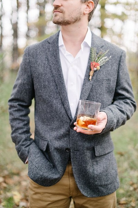 beige pants, a grey tweed jacket, a white shirt plus a greenery boutonniere for a relaxed boho groom's look