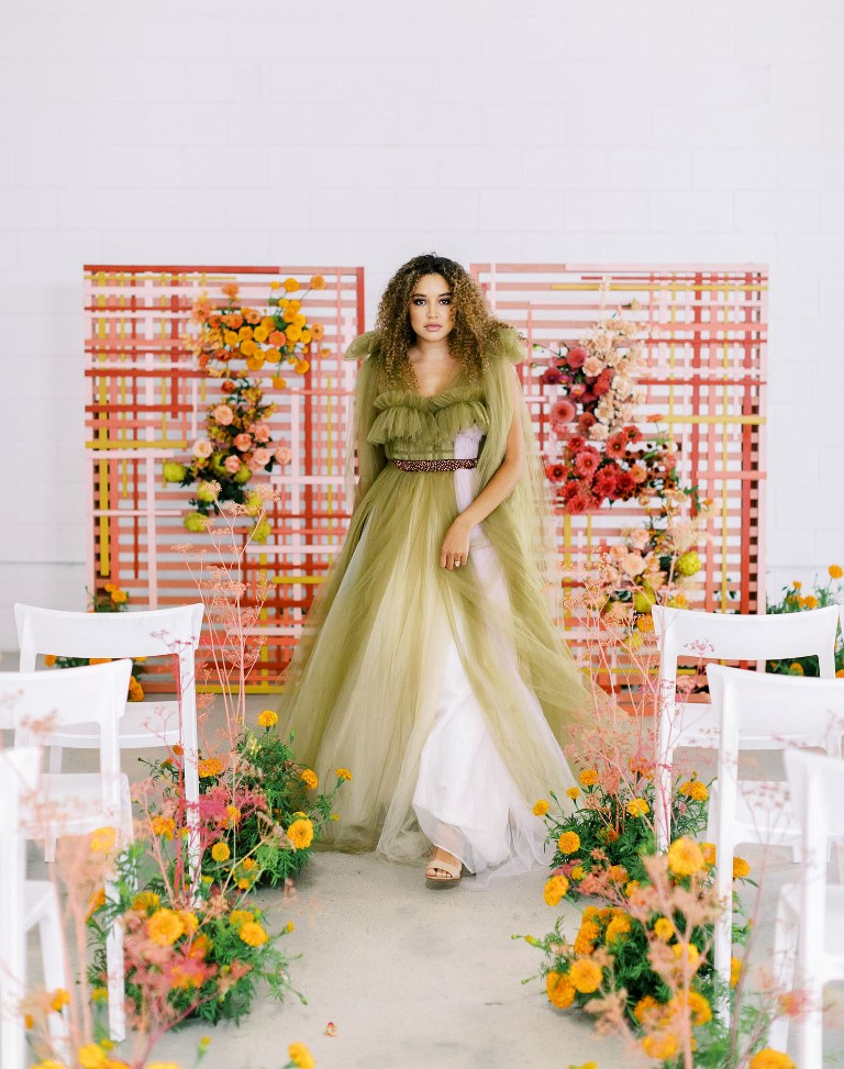 This modern and bold wedding shoot shows off impact color blocking, bold shades and textures