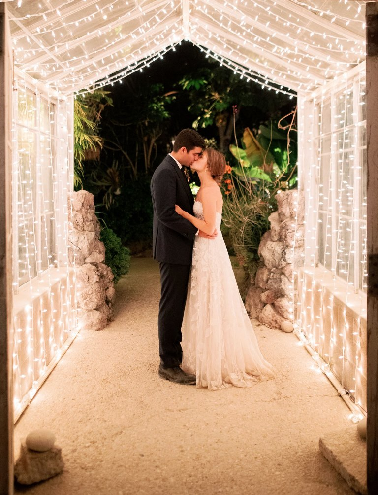 What a wedding without a beautiful light canopy