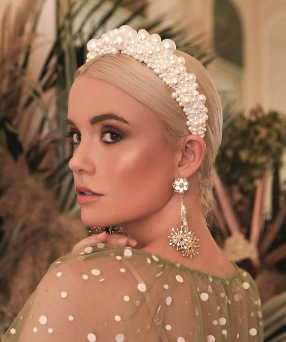 a statement pearl headband will make your look very whimsical and very bold, perfect for a glam bride