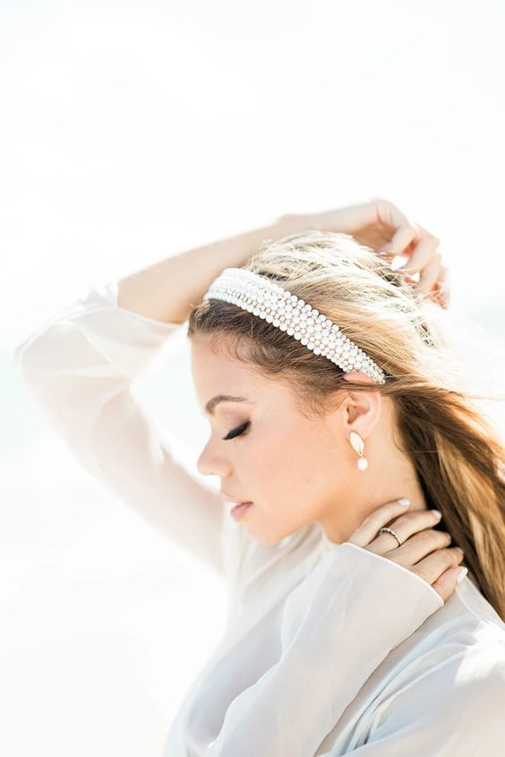 a stylish headband of pearls and crystals to complete a modern or casual bridal look is a great solution