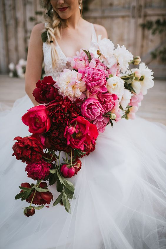 a bold cascading wedding bouquet from white and light pink to pink, red and burgundy is a breathtaking idea