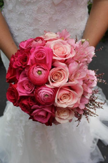 an ombre wedding bouquet from red to pink, blush and light pink shaped as a ball is a creative idea