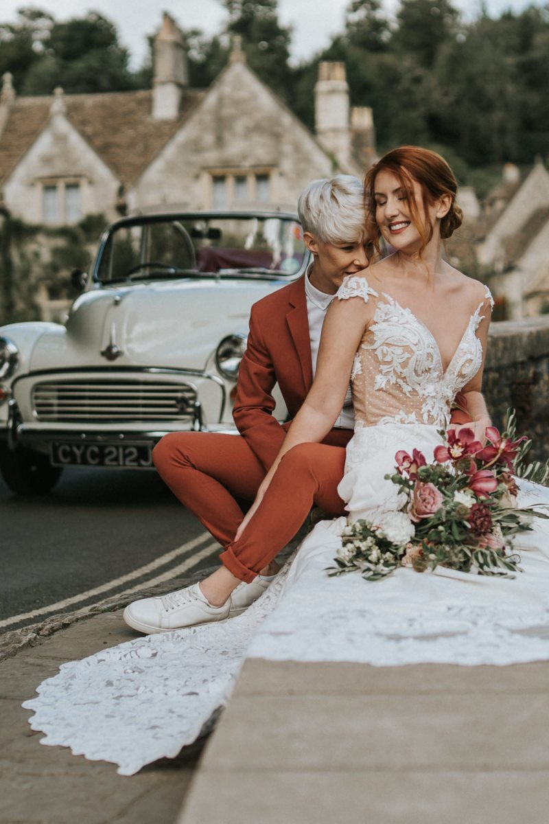 This gorgeous wedding shoot was done with beautiful and elegant florals and fantastic wedding fashion