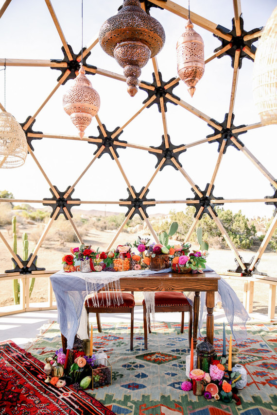 The wedding reception took place in this unique geometric piece, with lots of Moroccan lamps and bright blooms and fruits
