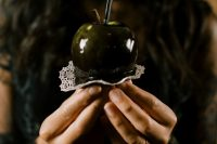 07 What a Halloween wedding without poison apples, they can be served on the dessert table or given as favors