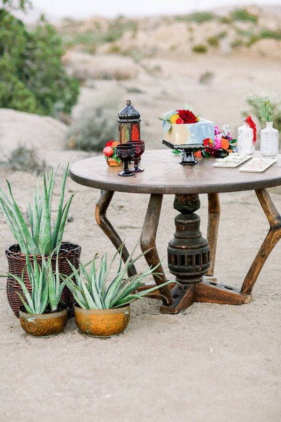 The wedding cake was a square one resembling those patterns of the backdrop and served with Moroccan lanterns and blooms around
