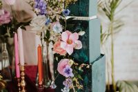11 The second wedding cake was a dark green square one, with bold blooms and green brushstrokes