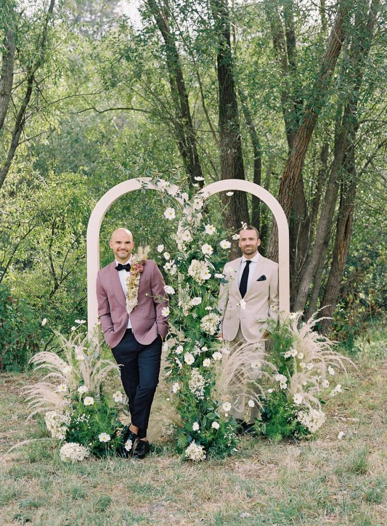 This modern farmhouse wedding shoot is filled with beautiful florals and cozy and chic touches