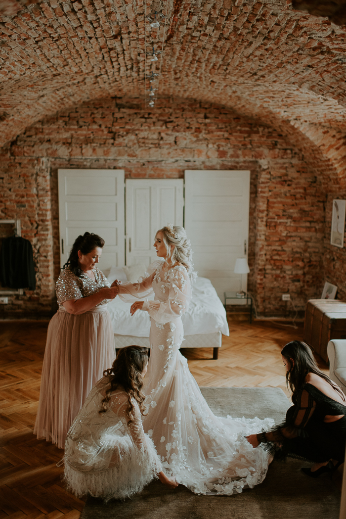 Her wedding dress was a blush mermaid one, with white floral appliques, a train and puff sleeves, the bridesmaids were rocking what they wanted