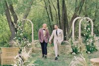 05 The wedding aisle was lined up with the same grasses and blooms and done with rattan chairs