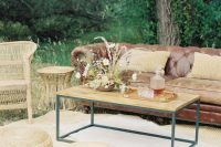 06 The wedding lounge continued the decor with rattan and jute furniture, a leather sofa and a lovely floral arrangement