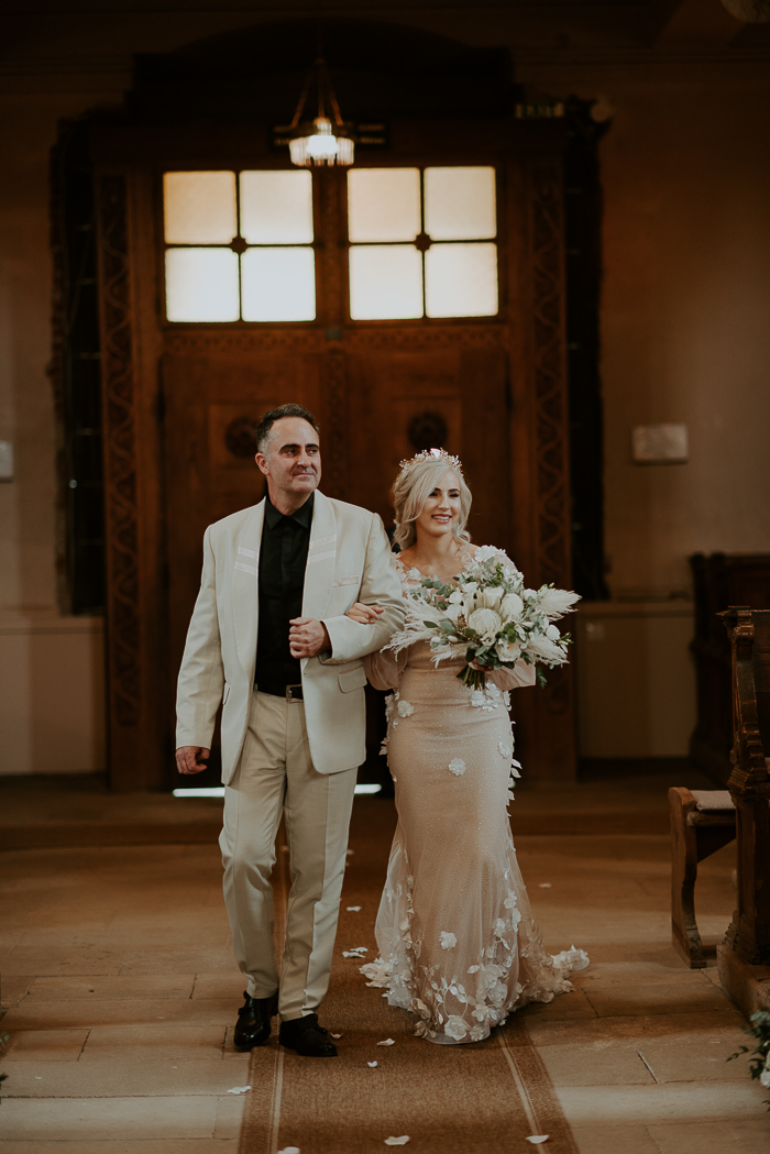 The wedidng bouquet was a white one, with pampas grass and some leaves