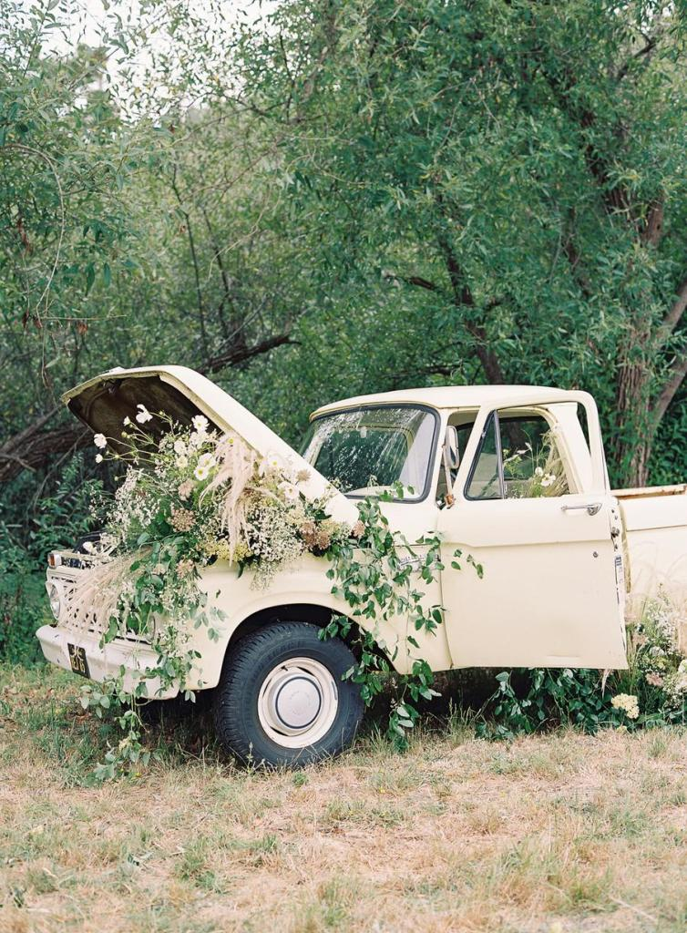 There was a vintage truck filled with florals and greenery, which looked fantastic