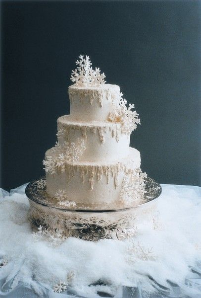 a fantastic three-tier wedding cake with sugar snowflakes and snowy patterns is a lovely idea for a winter wedding