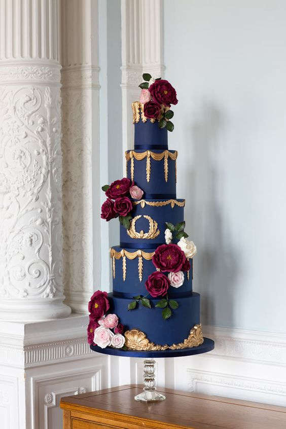 a bold art deco wedding cake